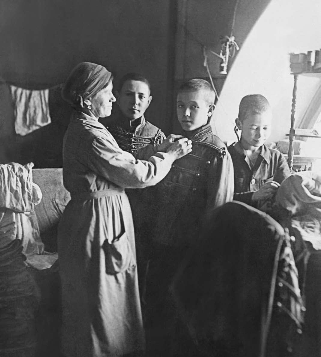 В-костюмерной-ЛХУ.-1943