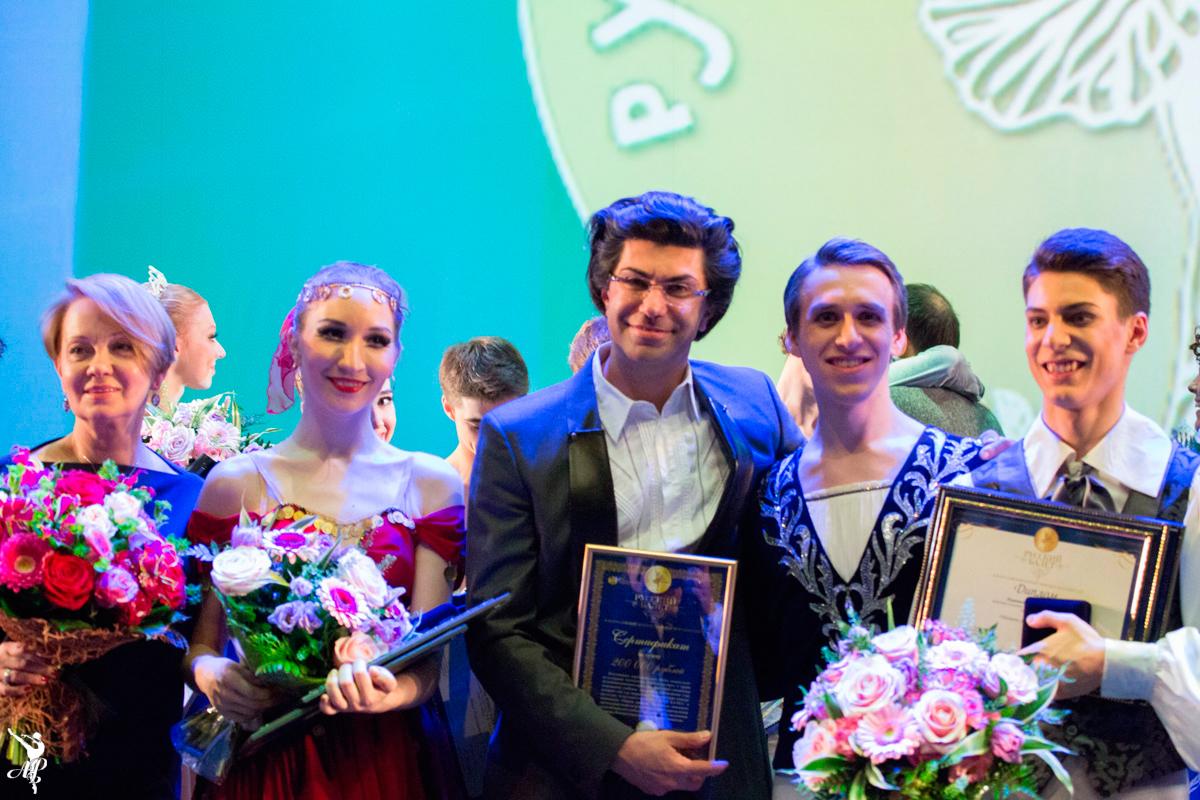 http://vaganovaacademy.ru/vaganova/news/photo/Конкурс%20Русский%20балет%202015/Академия_Вагановой_на_конкурсе_Русский_балет_2015_photo-by-M.Logvinov-24.3.jpg