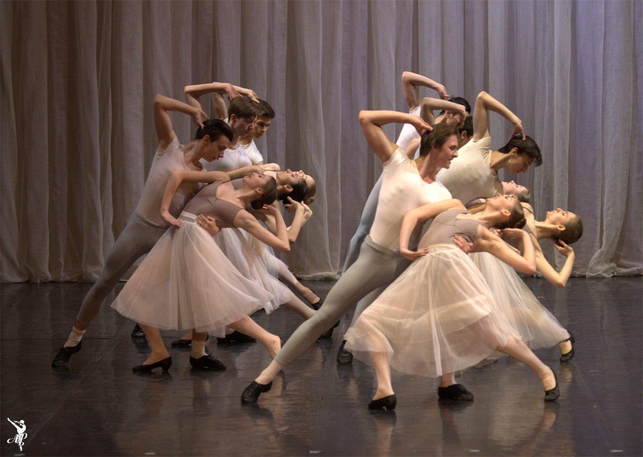 http://vaganovaacademy.ru/vaganova/news/photo/2017.05.11_Hermitage_theatre/Hungarian_rapsody-2.jpg