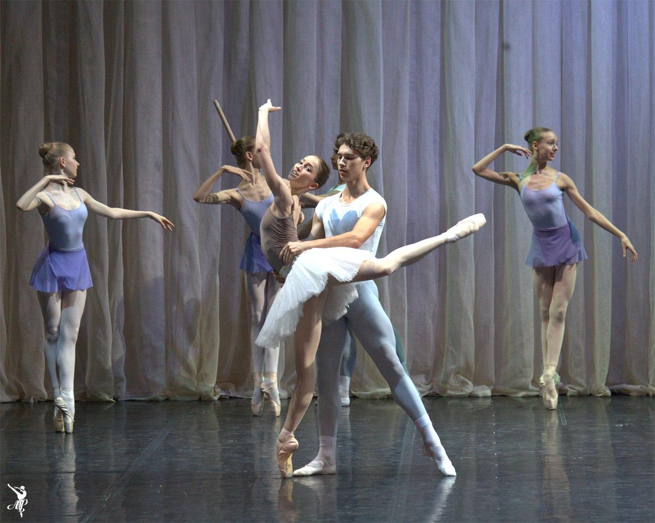 http://www.vaganovaacademy.ru/vaganova/news/photo/2017.05.11_Hermitage_theatre/Lavrovsky-4.jpg