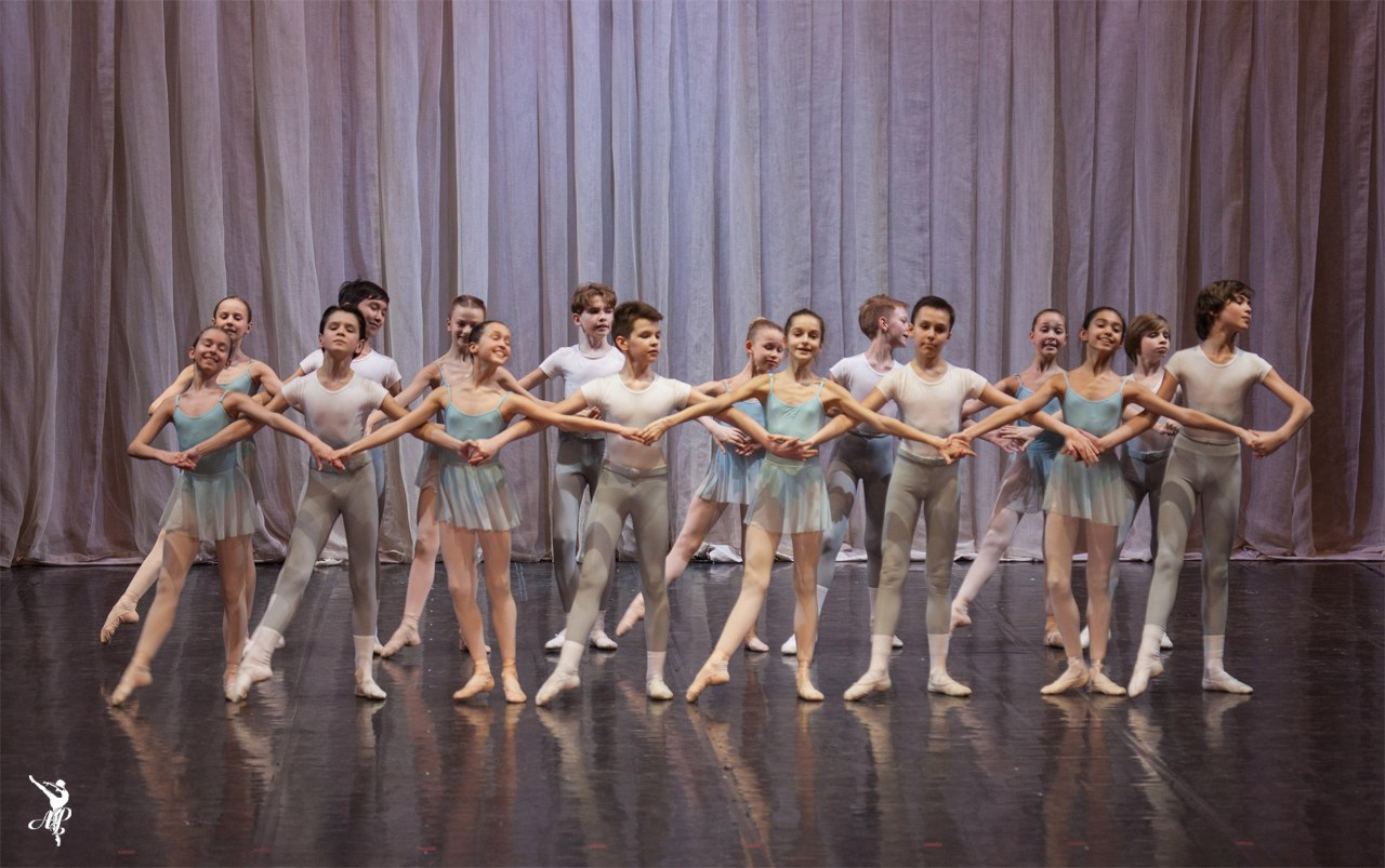 http://vaganovaacademy.ru/vaganova/news/photo/2017.05.11_Hermitage_theatre/Paquita-1.jpg