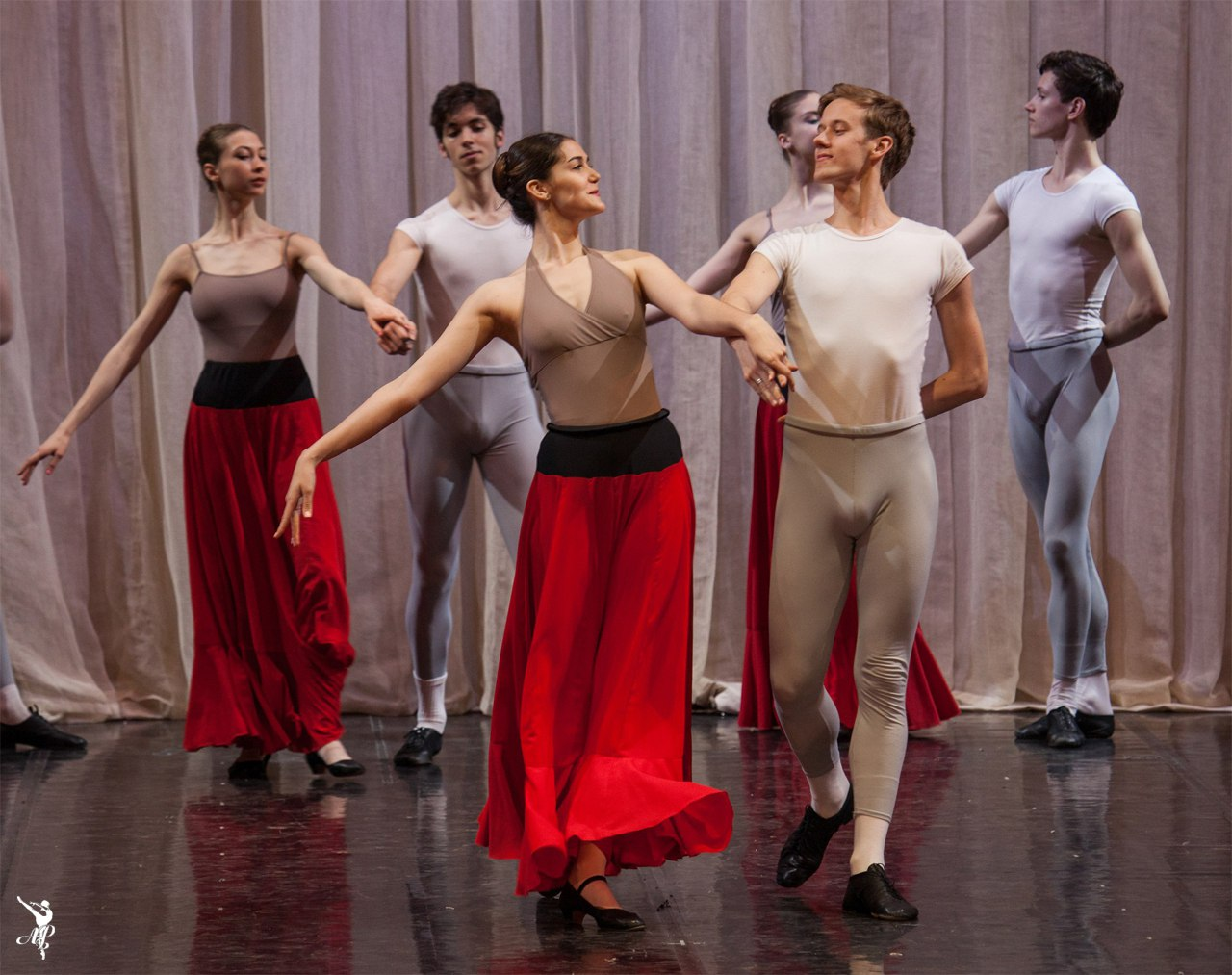 http://vaganovaacademy.ru/vaganova/news/photo/2017.05.11_Hermitage_theatre/Paquita-2.jpg