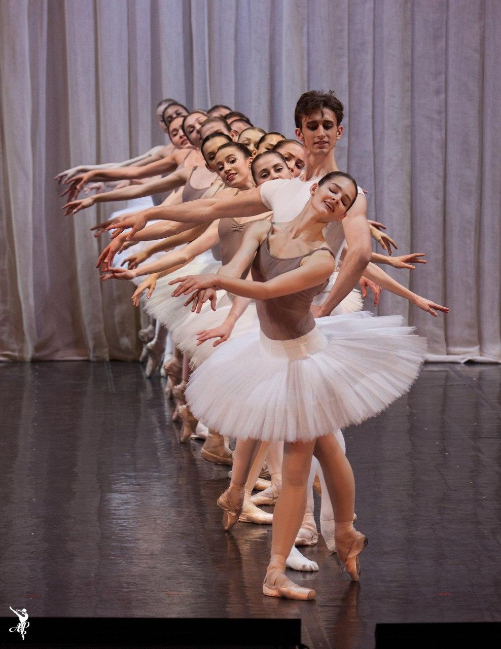 http://vaganovaacademy.ru/vaganova/news/photo/2017.05.11_Hermitage_theatre/Paquita-3.jpg