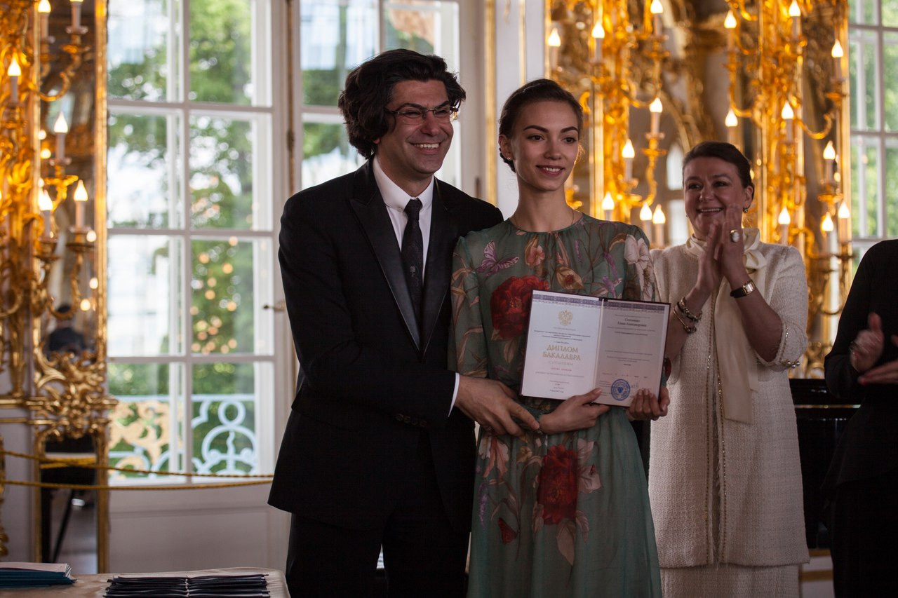 http://vaganovaacademy.ru/vaganova/news/photo/2017.06.27_Tsarskoe_Selo/5-awarding-photo-by-V.Vasiliev.jpg
