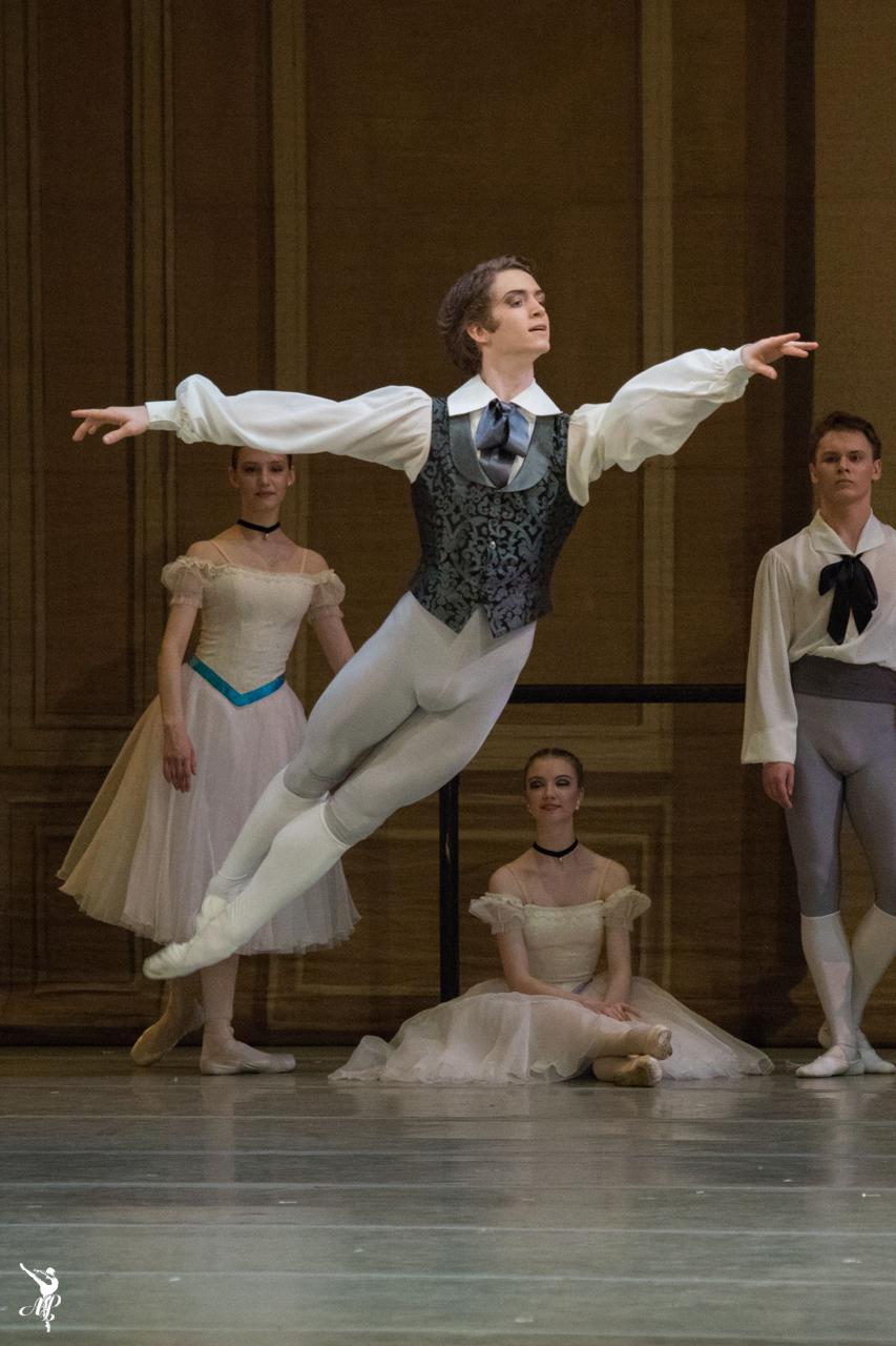 http://vaganovaacademy.ru/vaganova/news/photo/2017.06_Academy_v_MT/M_Logvinov/Dance_School_ph_M.Logvonov_6.jpg