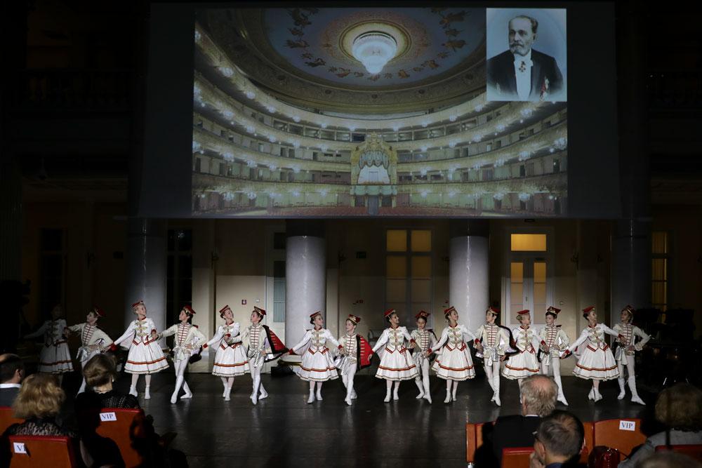 http://vaganovaacademy.ru/vaganova/news/photo/2018.10.10_Prezidenyskaya_biblioteka/PL3.jpg